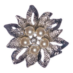 Flower Shape of Silver Brooch with Pearl