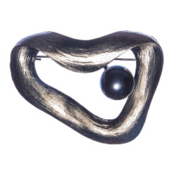 Brooch with Grey Pearl