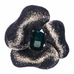 Flower Shape of Brooch with Emerald